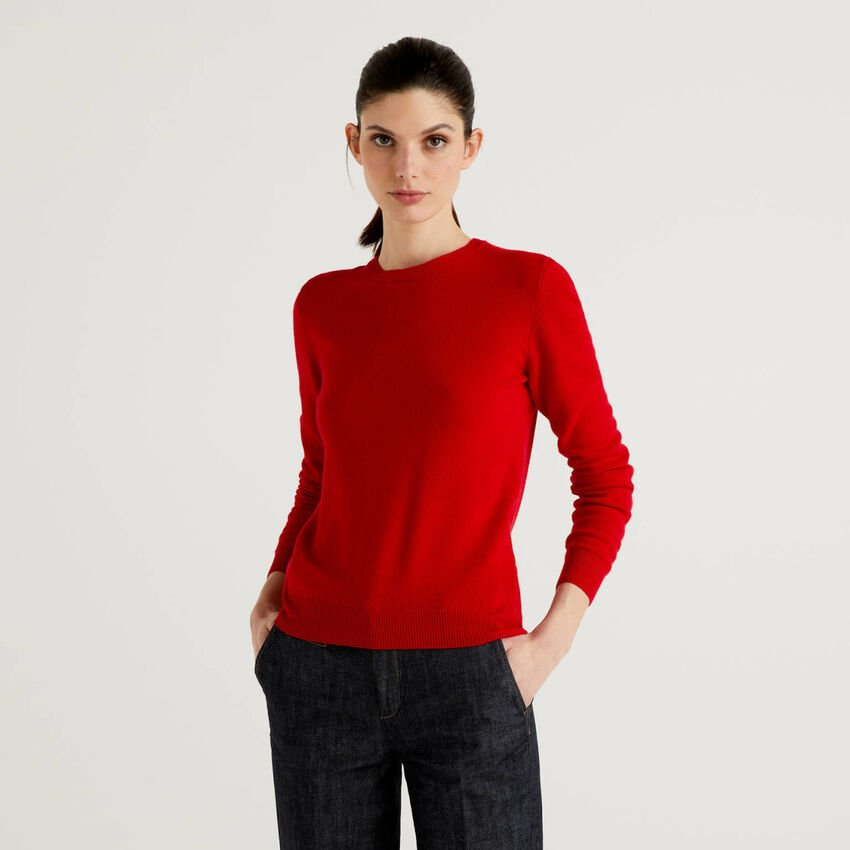 Red crew neck sweater in pure virgin wool