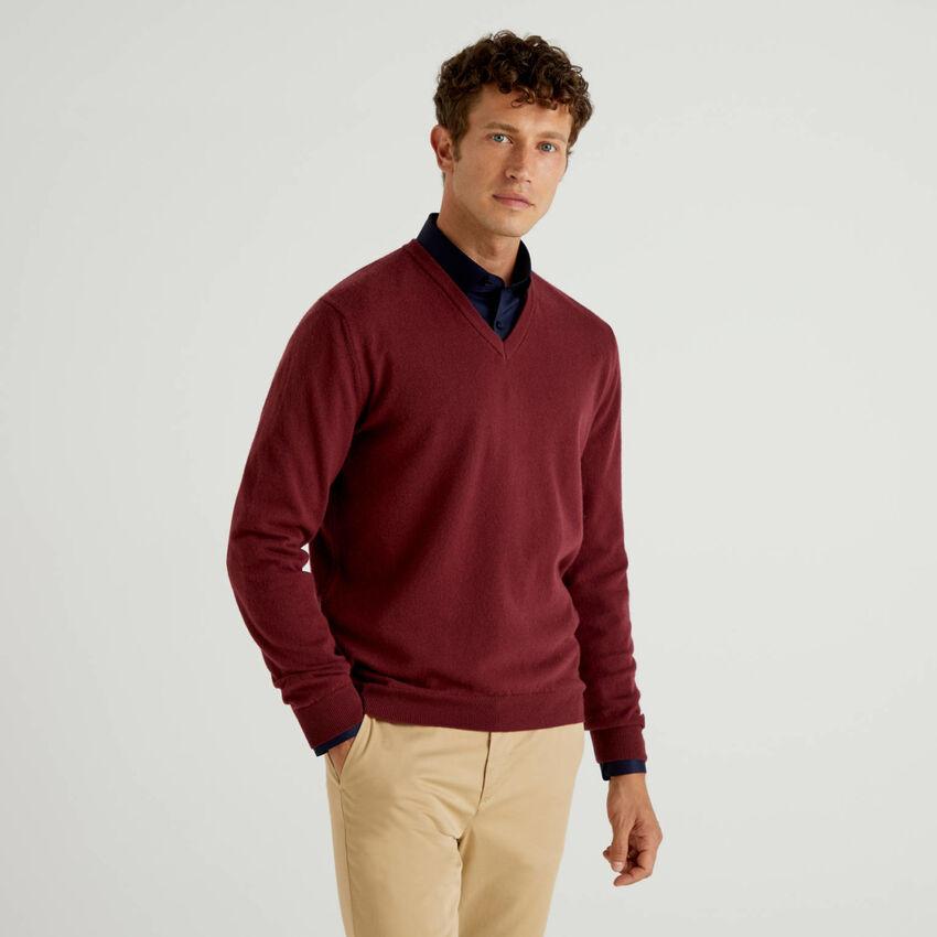 Burgundy V-neck sweater in pure virgin wool