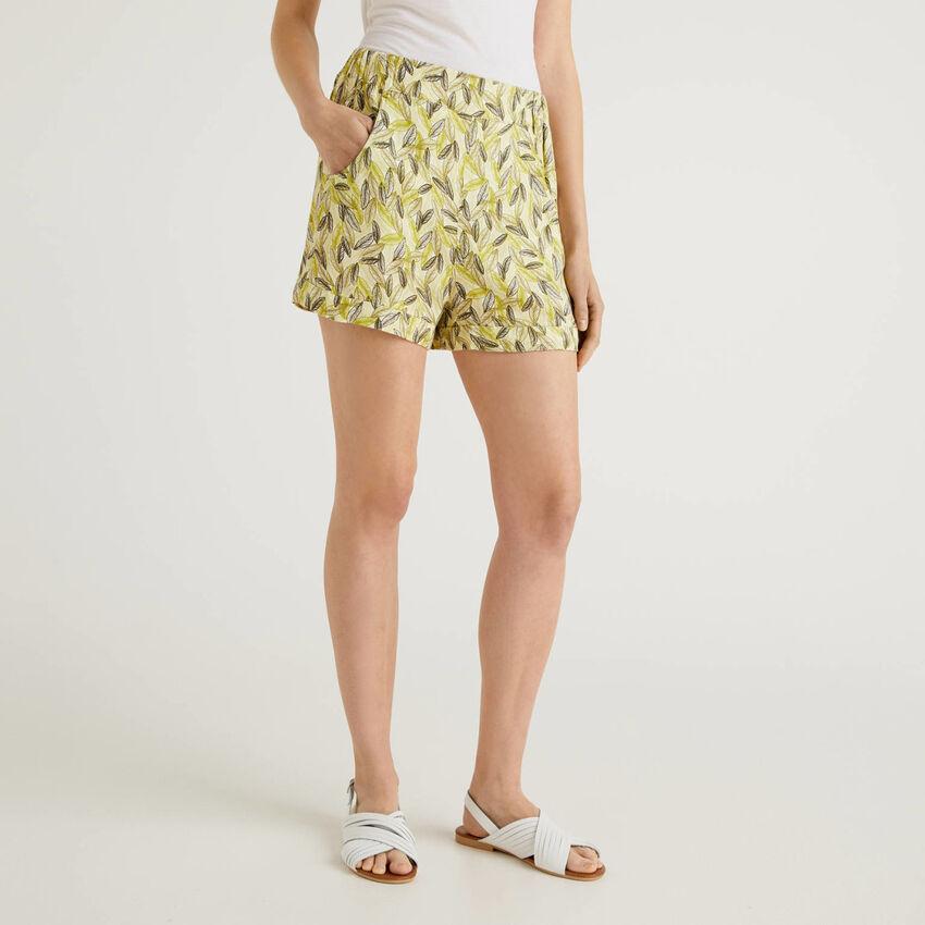 Flowy shorts with botanical print