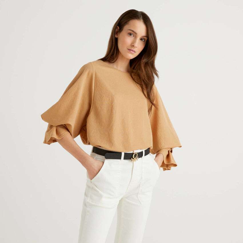 Blouse with gathered sleeves