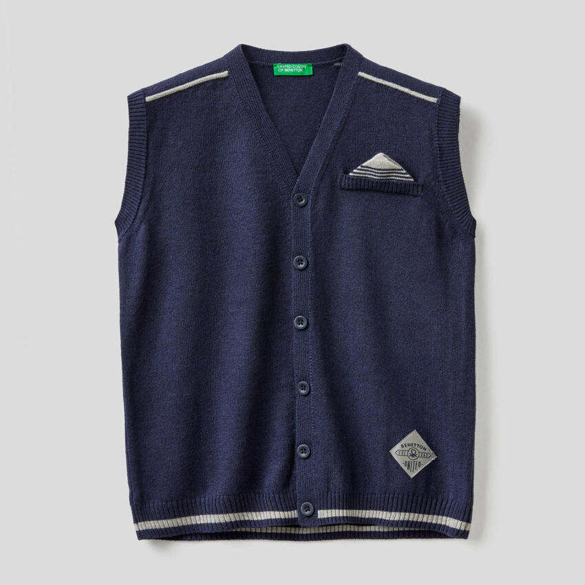 Knitted vest with mock pouch