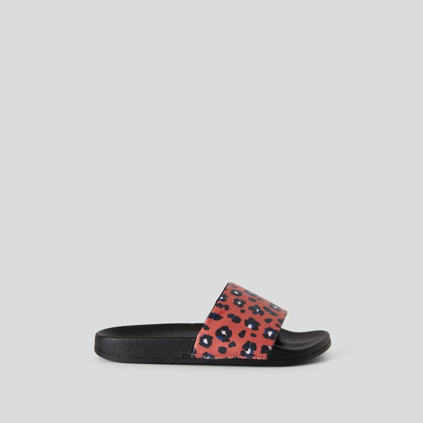 Open-toe slippers