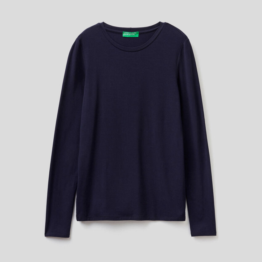 Long sleeve solid color t-shirt