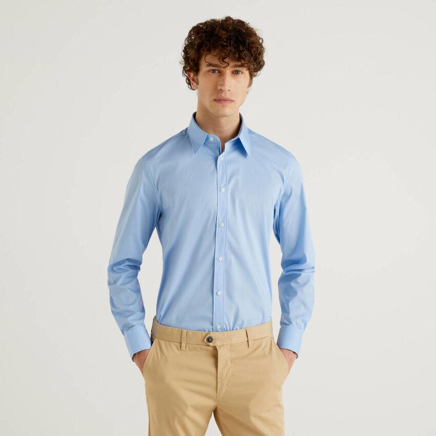 Solid color slim fit shirt
