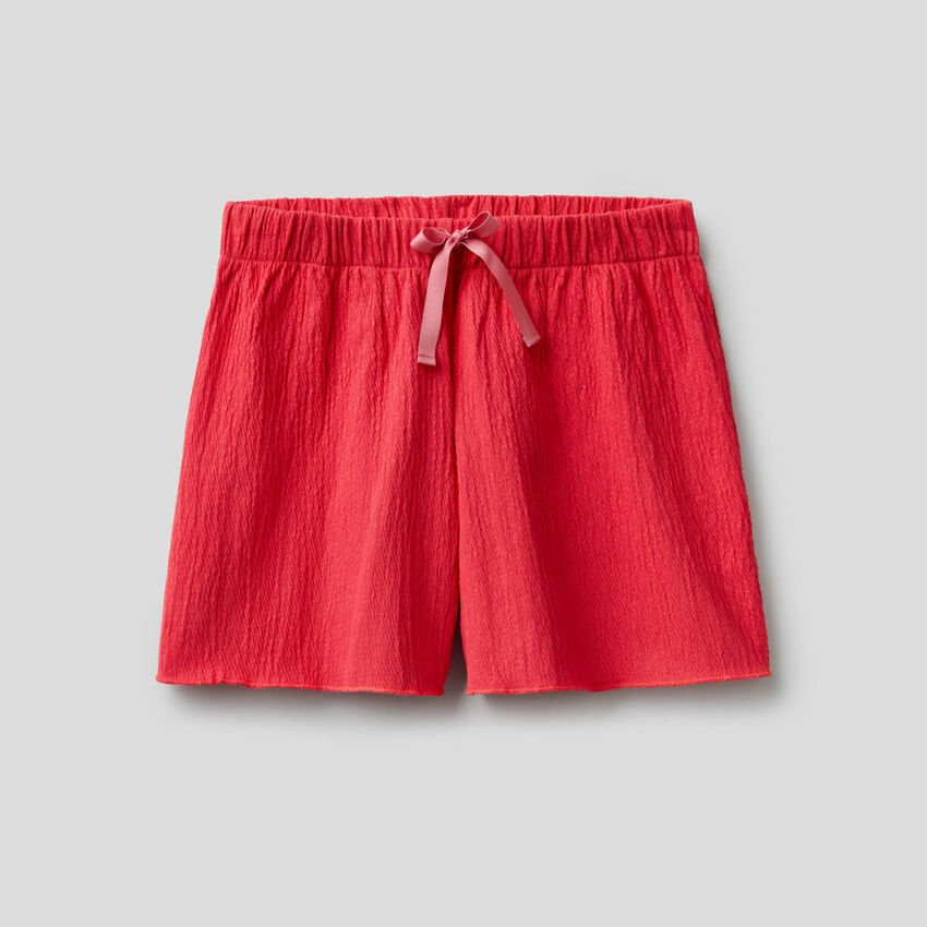 Shorts with crinkled look