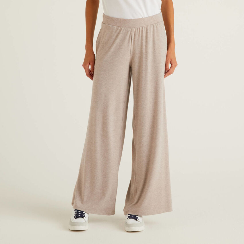 Flowy trousers with wide leg