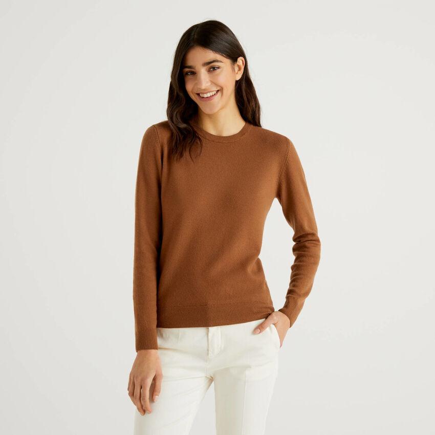 Brown crew neck sweater in pure virgin wool