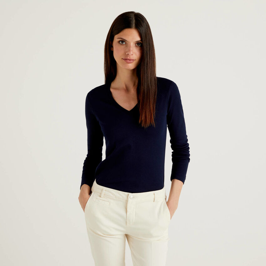 Long sleeve t-shirt with V-neck