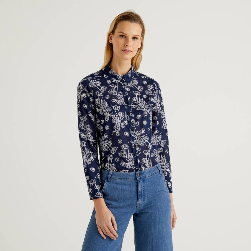 Blue shirt with botanical print in 100% cotton