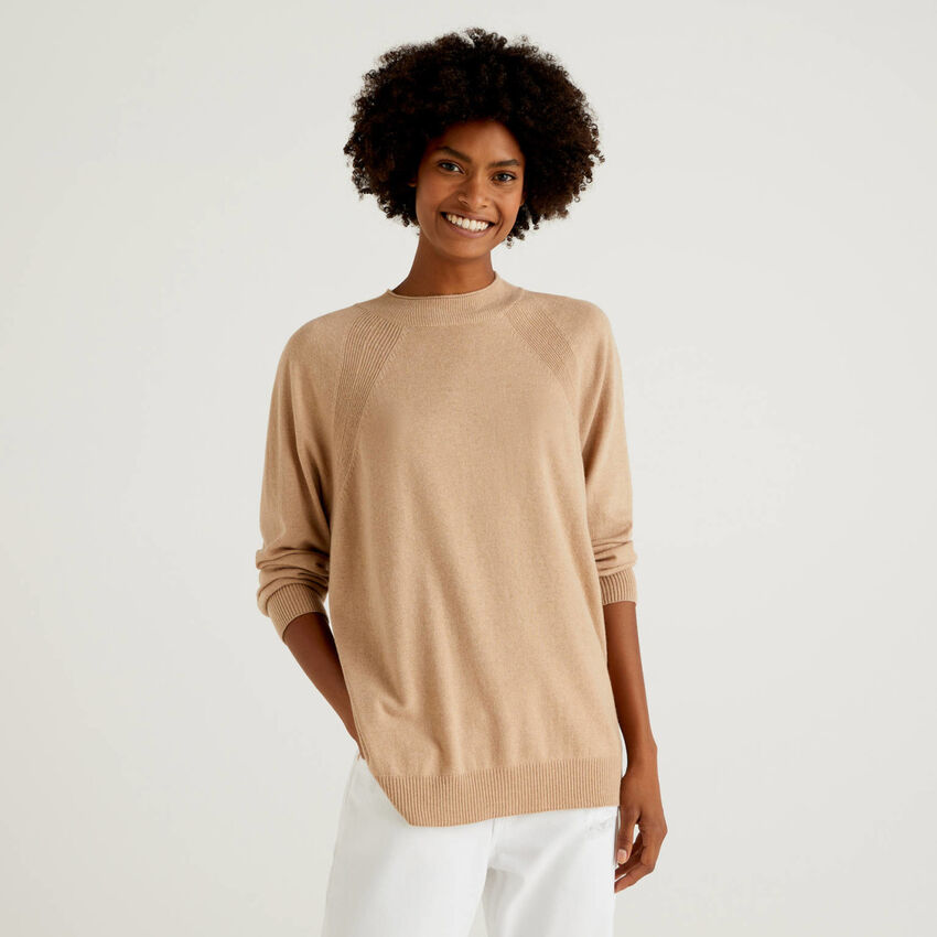 Camel sweater in wool and cashmere blend