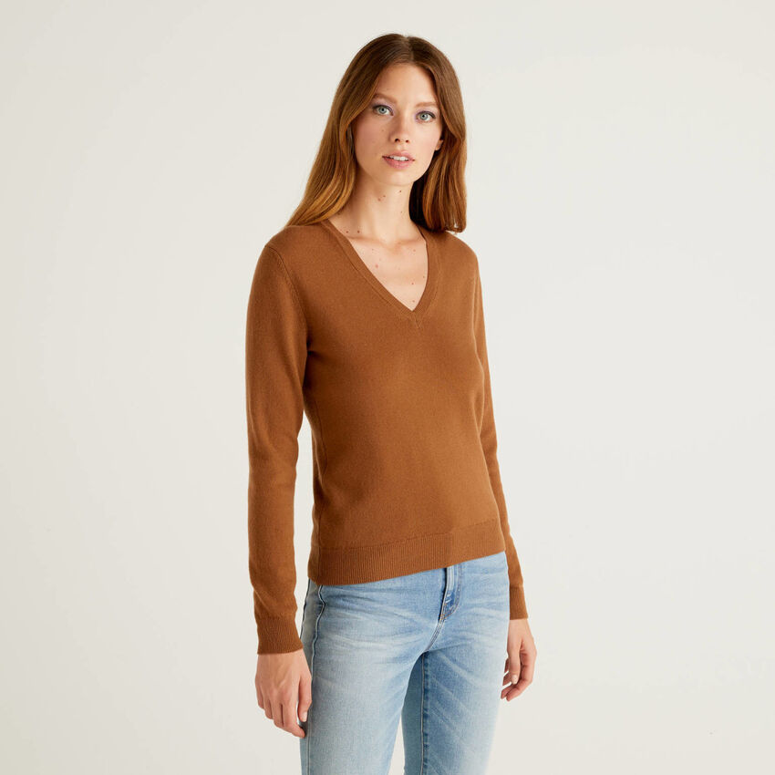 Brown V-neck sweater in pure virgin wool