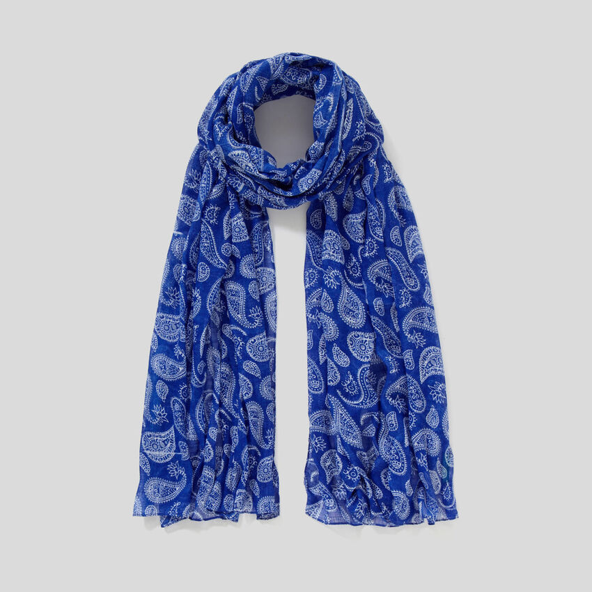 Scarf with pattern print