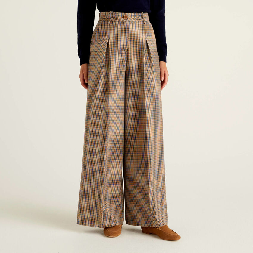 Wide check trousers in flowy fabric