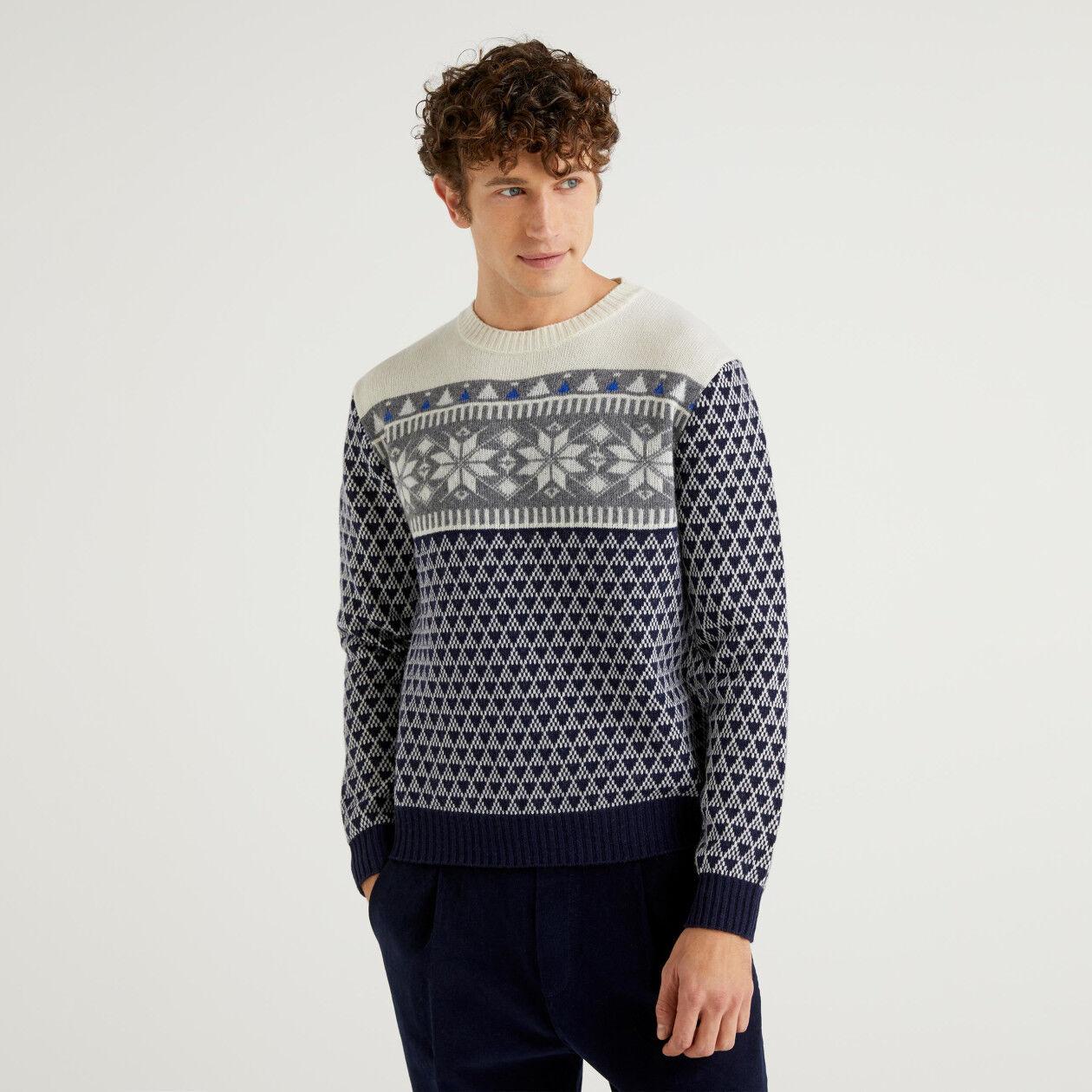 Round neck jacquard sweater