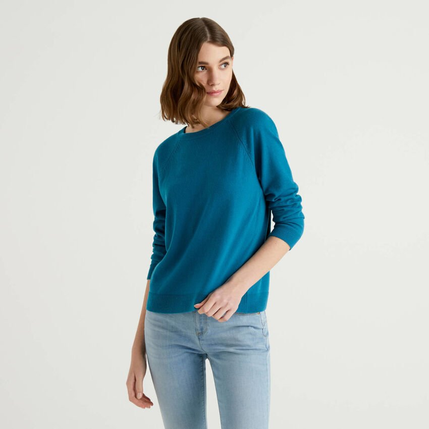 Teal crew neck sweater in cashmere and wool blend