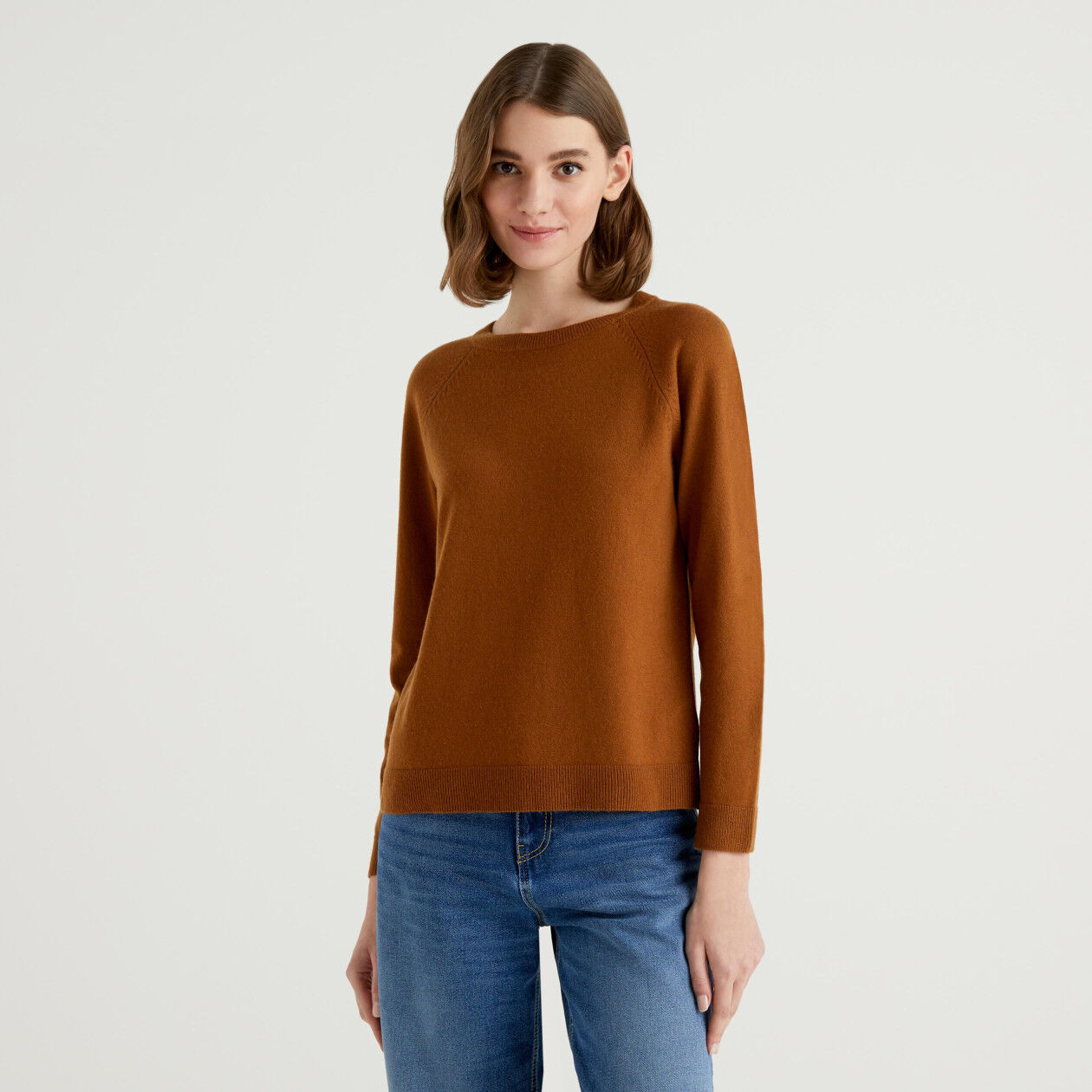 Brown crew neck sweater in cashmere and wool blend