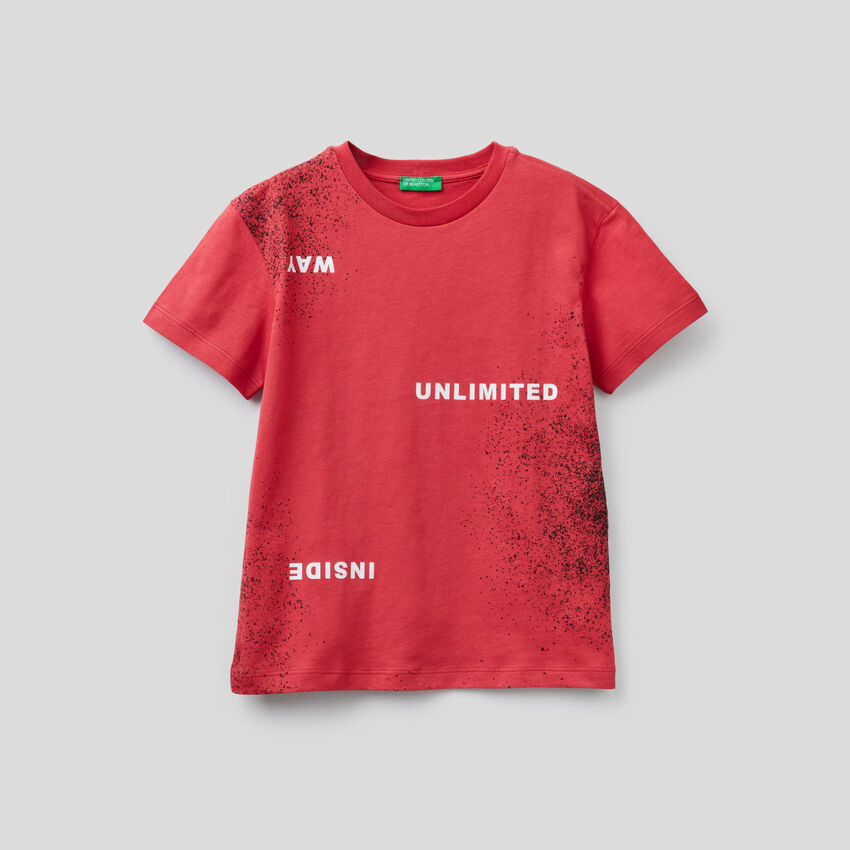 T-shirt with spray look print