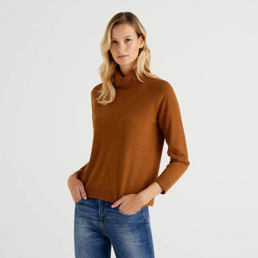 Brown turtleneck sweater in cashmere and wool blend