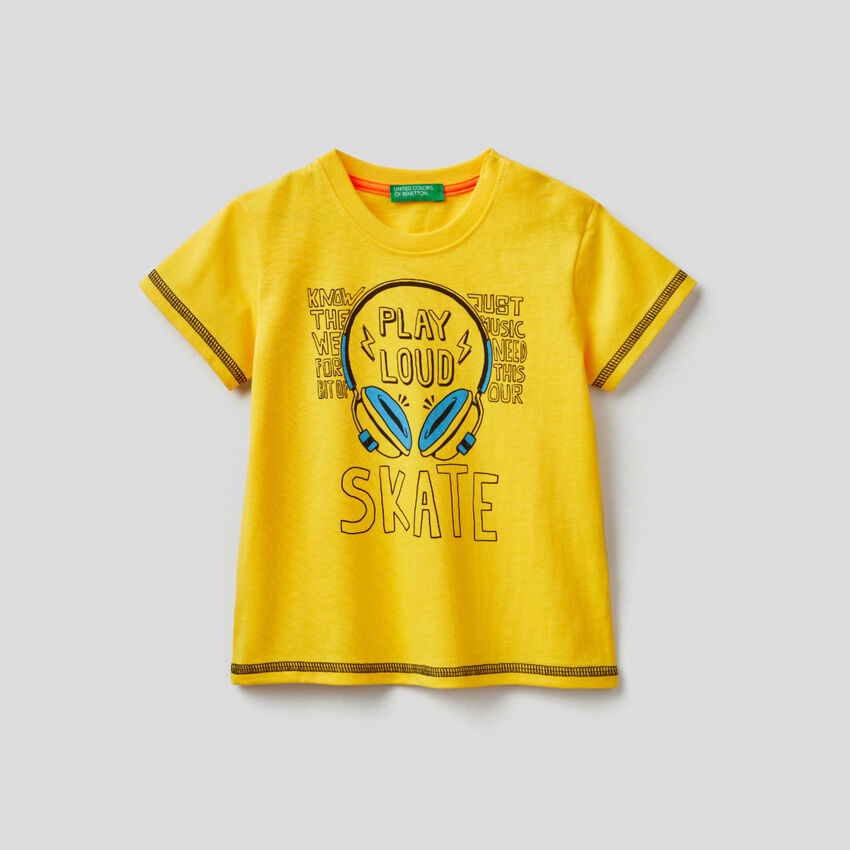 Cotton t-shirt with skateboard print