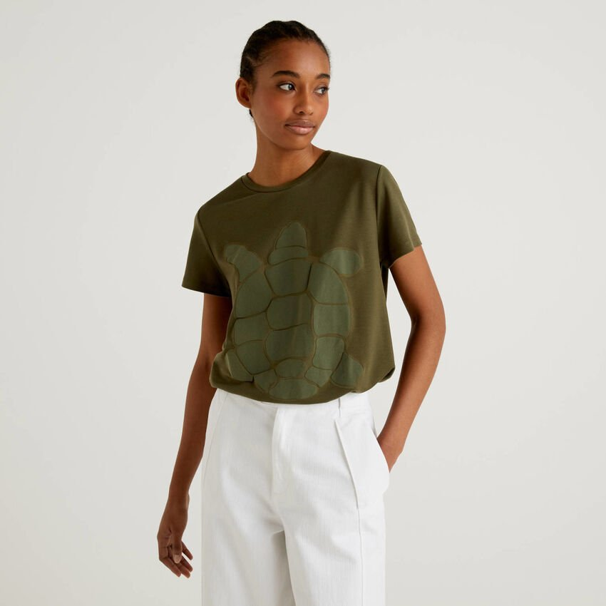 T-shirt with turtle print