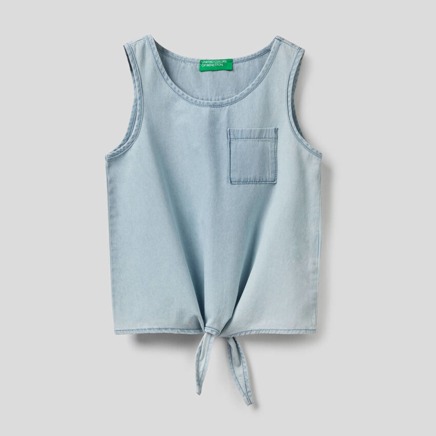 Sleeveless blouse with knot