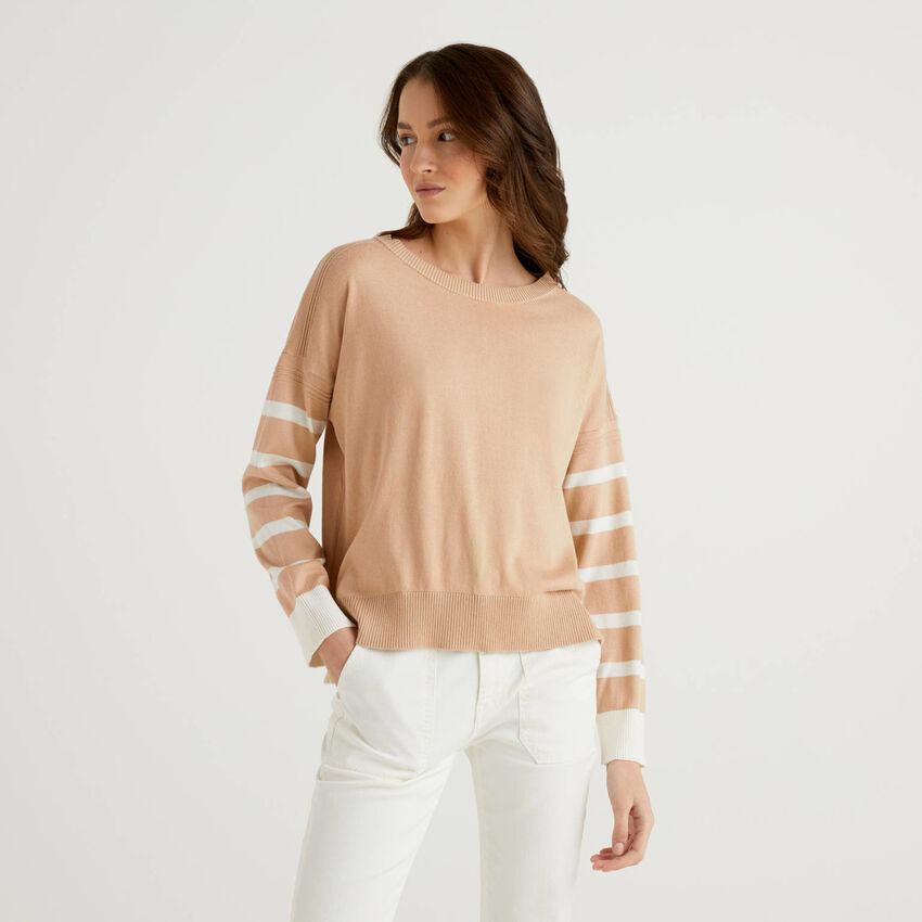 Beige sweater with slit on the back