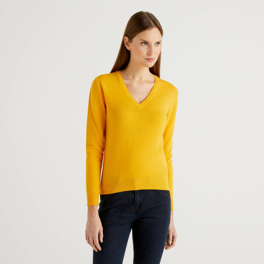 Yellow sweater with V-neck in pure virgin wool